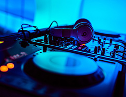 Rent a top party DJ for your next function and event